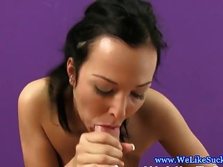 Amateur Blowjob Babe liebt Sperma in den Mund