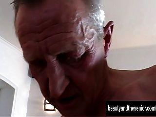 gegerbten Teen wird von einem alten Kumpel gefickt