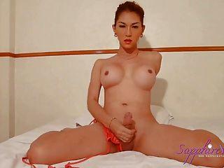 sexy Saphir in einem Bikini junge