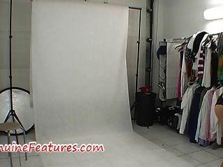 hinter der Bühne Foto-Shooting in heißen Latex-Kleid
