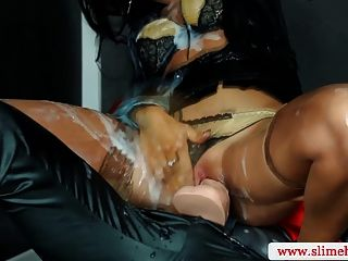 sexy Strapon Lesben bei Glory Hole verdübelt