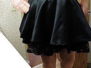 Sissy ray in lila Korsett und schwarzen Mädchen Rock
