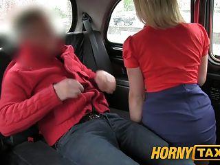 hornytaxi red hot MILF wird hart gefickt