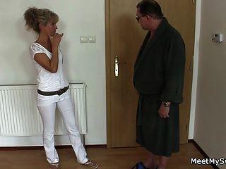 seine alte Mutter und Vater Tricks sie in Dreier