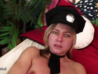 weiblich reifen liebt Polizist zu nass