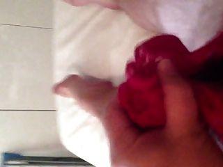 Cumming in rosa Höschen