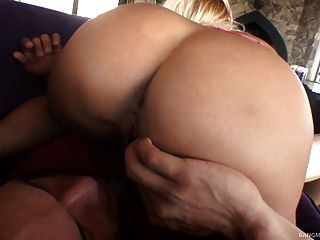 hot Milf ruft ihre Muschi gebohrt