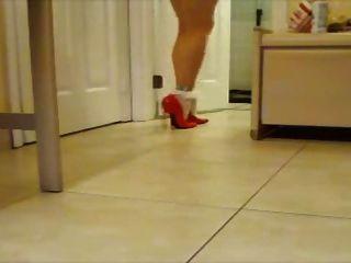 rote Lackpumps mit weißem Söckchen !!
