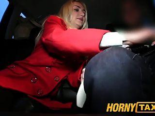 hornytaxi hot blonde Schönheit weiß, was sie will