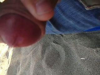 cuming am Strand