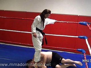 gemischte Kampf- Headscissor Beatdowns Trampeln humillation