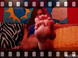 Schlaganfall deinen Schwanz auf meine Füße