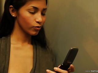 schöne venezuelan Escort-Girl spreizt ihre perfekten Arsch