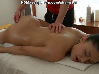sexy Mädchen ero Massage mit Öl und Wichse