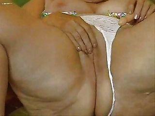 geile Oma ihre große Pussy masturbieren!