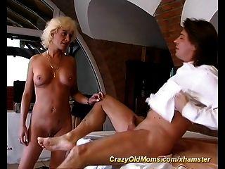 sexy Mütter ersten anal sex