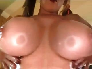 Papa - vollbusigen MILF bekommt Titty gefickt