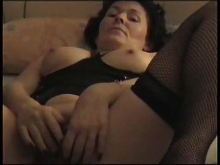 Französisch Oma bringt sich zum Orgasmus
