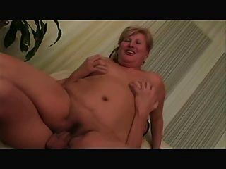 blond Oma