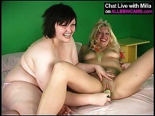 Lesben Mollige Frauen und blonde Modell 1