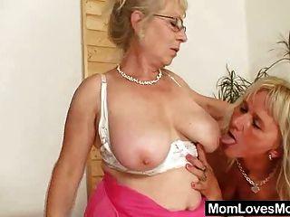 gut ausgestatteten Oma dringt ein MILF