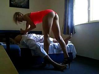 extrem heiß ihrem Mann mit fuckbuddy MILF betrügt