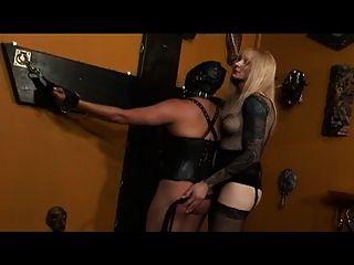 Transvestiten Herrin dominiert Tranny Slave