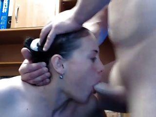 Mädchen gibt erstaunliche Blowjob dann zu Gesicht nimmt laden