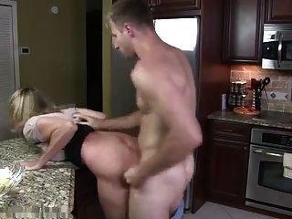 Hure-Mom mit großen Titten & Kerl