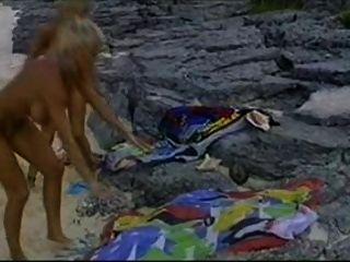 Bikini Babes vom Strand und eine Hähne