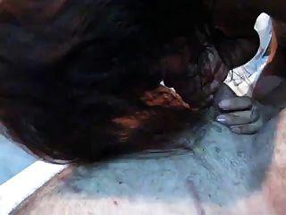 pattaya 2011 Dame saugt Hahn und leckt Arsch
