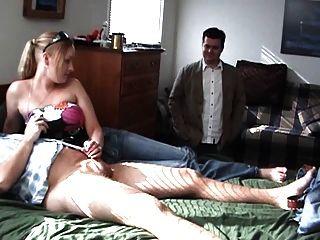 heiße Blondine wichst ihrem Freund