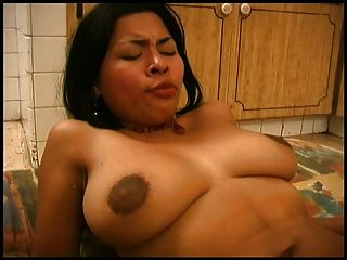 Latina-Mädchen in der Küche ficken