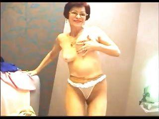 Amateur Oma neckt auf Webcam