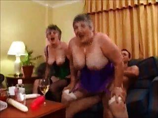 zwei sexy britische Omas 1 verschleiß Tweed