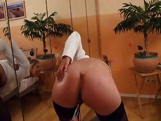 hot MILF zeigt ihre Muschi masturbieren