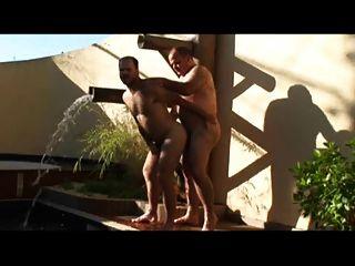 Papa und Mann auf dem Pool ficken