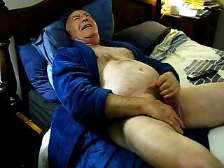 geil Papa cum auf dem Bett