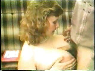 Mutter mit dicken Titten Oralsex