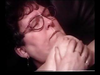 Oma Sperma auf Gläsern