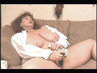 bbw - Prinzessin mit grünen Dildo masturbiert