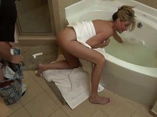 Sohn ficken nicht seine Mutter im Badezimmer
