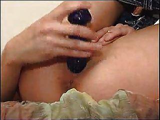 niedliche Mädchen, das ihr puckeeed Arschloch FM14 zeigen