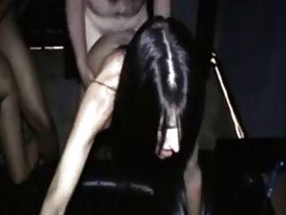 zwei Frauen in einem Amateur-Pornokino