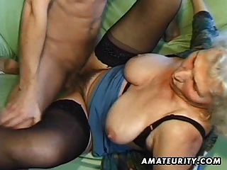 alte Amateur reife Frau saugt und fickt mit abspritzen