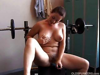 sexy reife Amateur mit schönen Brüste benutzt ihre Lieblings