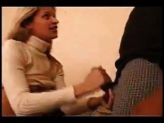 junge Frau mit den Händen Socken bbc ficken