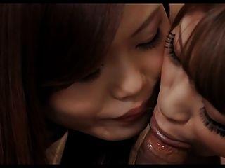 asiatische Mädchen einen Schlag auf