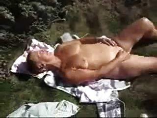 Orgasmus von sexy Oma beobachten. Amateur ältere