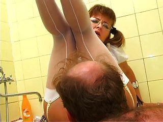 Großvater lecken junge behaarte Pussy